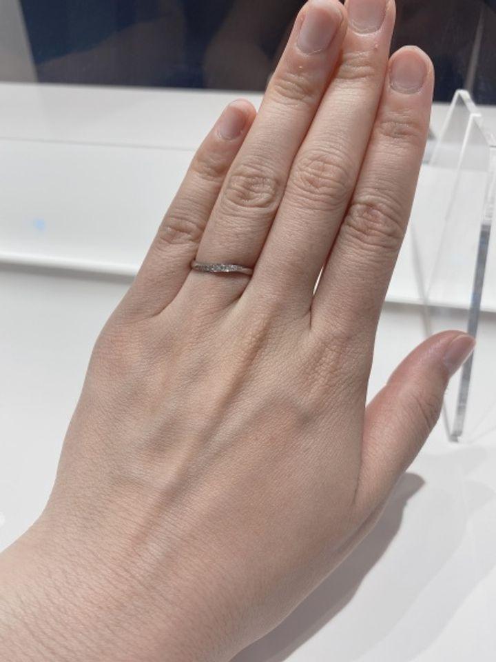 【HOSHI no SUNA 星の砂(ほしのすな)の口コミ】 星の砂のアリアを購入しました。デザインも斜めに見える形なので指も綺麗…