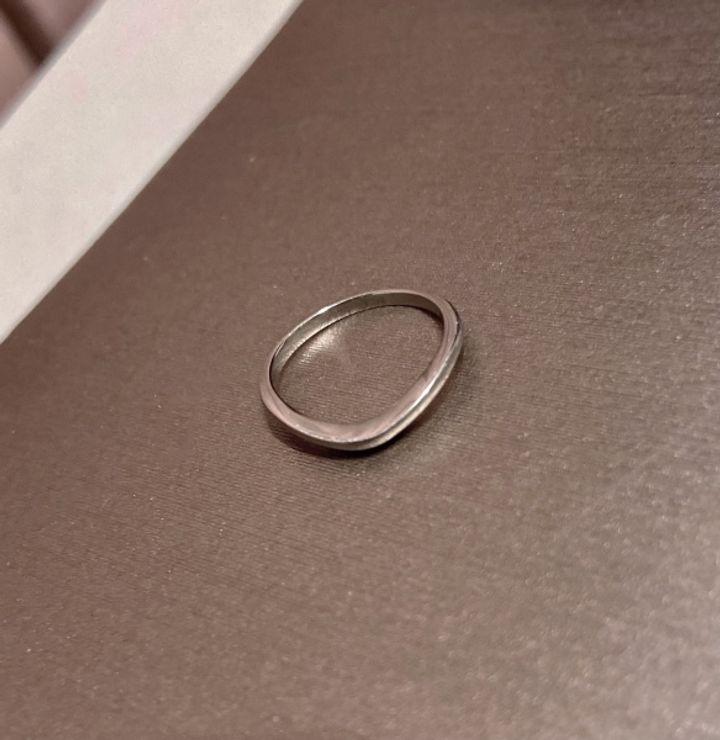【ブルガリ(BVLGARI)の口コミ】 石無しのVラインが良くて探していたところ、こちらのリングを見つけました…