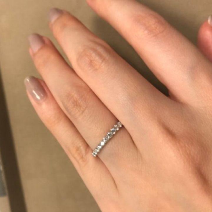 【ANTWERP BRILLIANT(アントワープブリリアント)の口コミ】 エレガントな印象のエタニティリングでありダイヤモンドの輝きが綺麗で存…