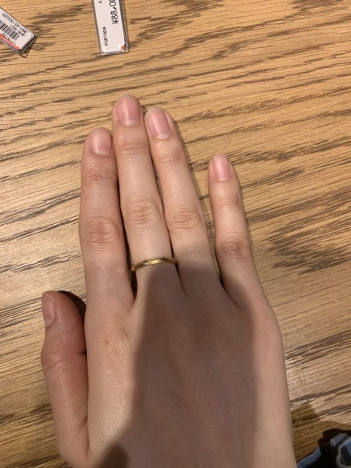 【Love Bond(ラブボンド)の口コミ】 シンプルで、形がとても綺麗な指輪でした。マリッジリングでなくてファッ…
