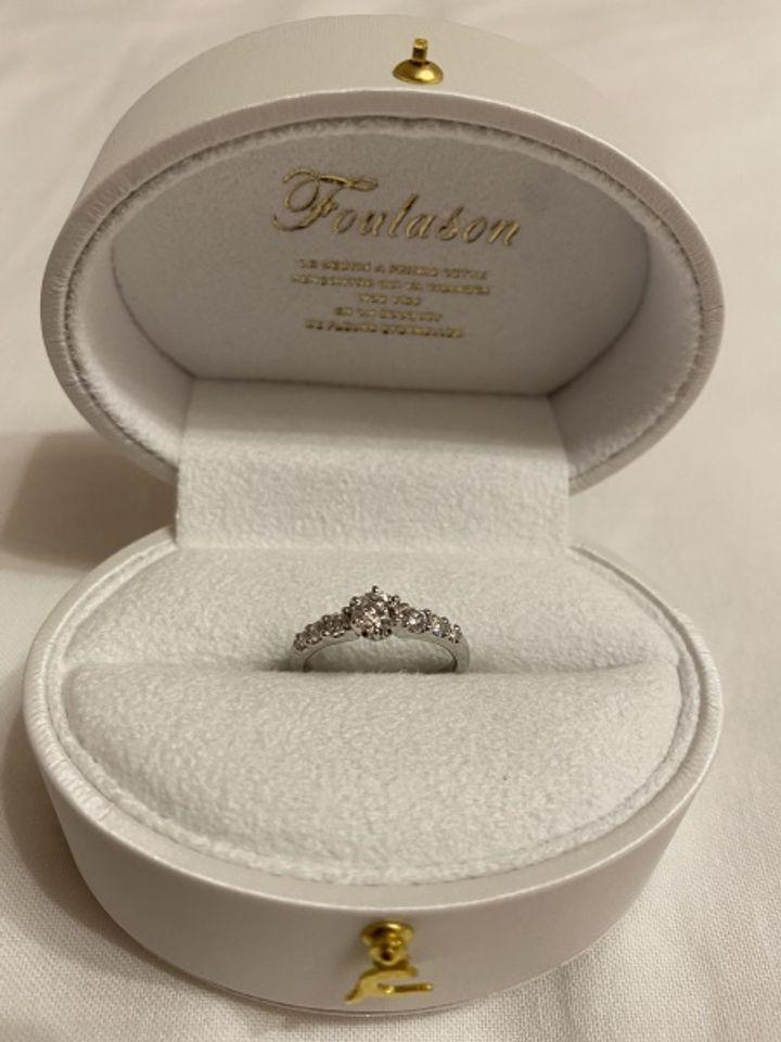 【Foulason(フレゾン)の口コミ】 当初はシンプルな一粒ダイヤのものを探していましたが、 私と彼の一目惚れ…