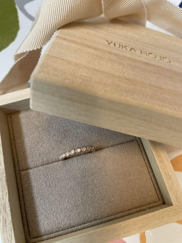【YUKA HOJO jewelryの口コミ】 指輪の丸く可愛いい形と個性的な形です。また、指輪を2個重ねてはめても違…