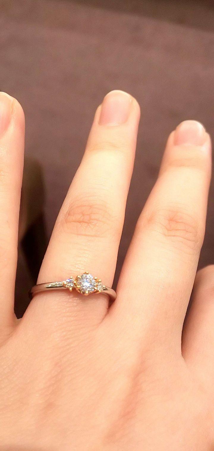 【YUKA HOJO jewelryの口コミ】 1粒ダイヤでよりシンプルなカプリと迷いましたが、3粒のストーリーの方…