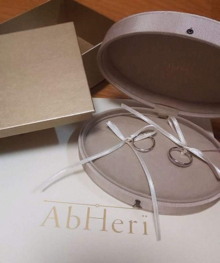 【AbHeri(アベリ)の口コミ】 より個性のでる艶消しのゴールドと迷いましたが、結婚指輪らしさを考えプ…