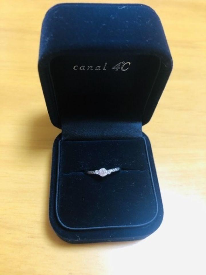 【canal4℃(カナルヨンドシー)の口コミ】 指輪のデザインがとても気に入り、購入を決めました。 華奢なリングにダイ…