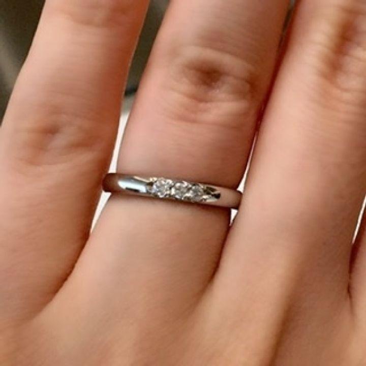 【MIKIMOTO(ミキモト)の口コミ】 3石のダイヤモンドが付いているデザインの結婚指輪は多くのお店にあります…