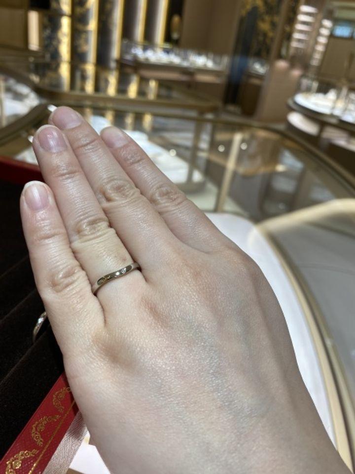 【カルティエ(Cartier)の口コミ】 なめらかなカーブと細身のデザインに一目惚れしました。また、リングを回…