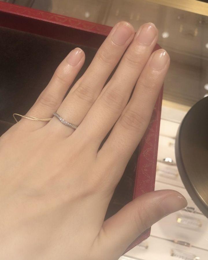 【カルティエ(Cartier)の口コミ】 種類:バレリーナ 太さ:細め 形:カーブ(V字)   幅が細めなので、綺麗で…