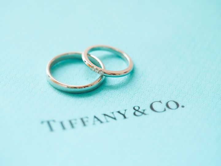 【ティファニー(Tiffany & Co.)の口コミ】 ストレートタイプで真ん中に小さなダイヤが3つあるデザインがシンプルで華…