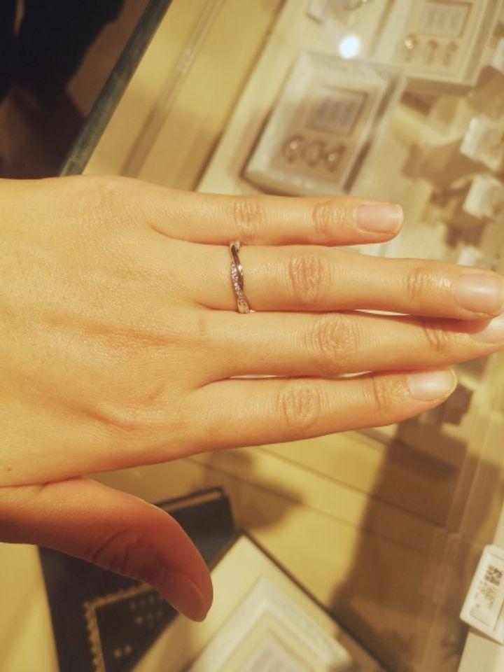 【ANGELRY INOKO(エンジェリーイノコ)の口コミ】 指輪のデザインが気に入りました。 他のブランドも見に行きましたが、ウェ…