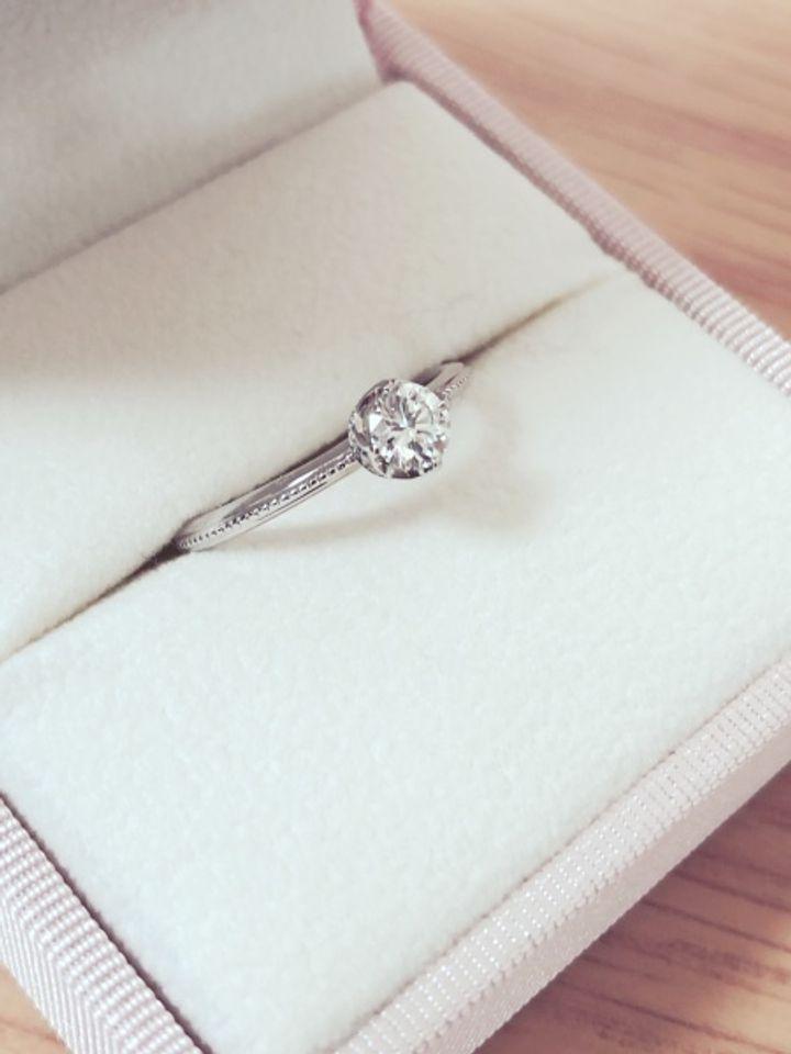 【Love Bond(ラブボンド)の口コミ】 結婚指輪との組み合わせがバッチリだったので、これに決めました。横から…