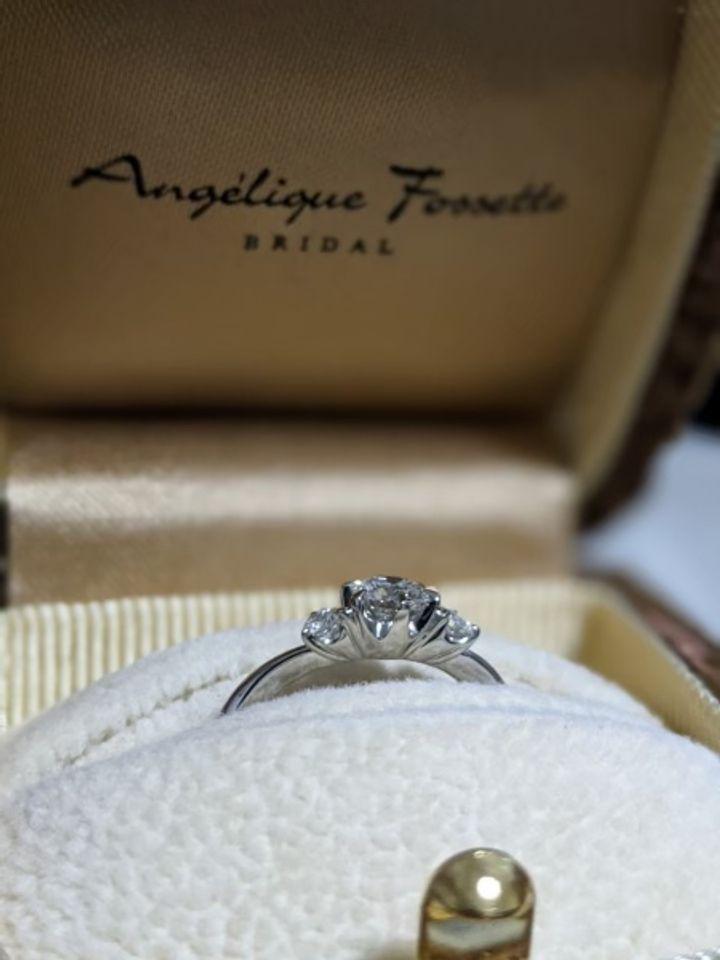 【アンジェリックフォセッテ(Angelique Fossette)の口コミ】 割とたくさんのお店を回りましたが、価格×ダイヤの質はアンジェリッ…