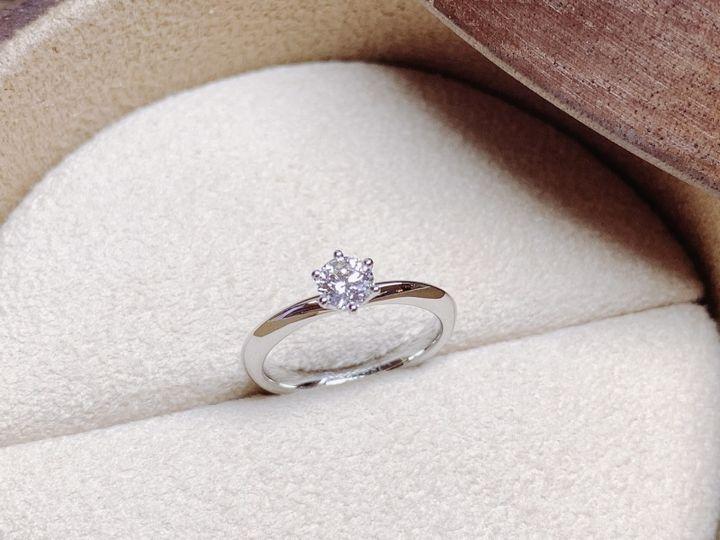 【COLANY(コラニー)の口コミ】 うねりのあるデザインが気になっていましたが、結婚指輪の方をストレート…