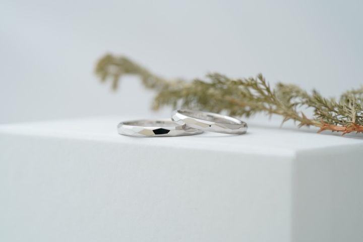 【THREE TREES(スリーツリーズ)の口コミ】 夫婦2人だけのデザインでシンプルな指輪が 欲しかった。 どんな角度から見…