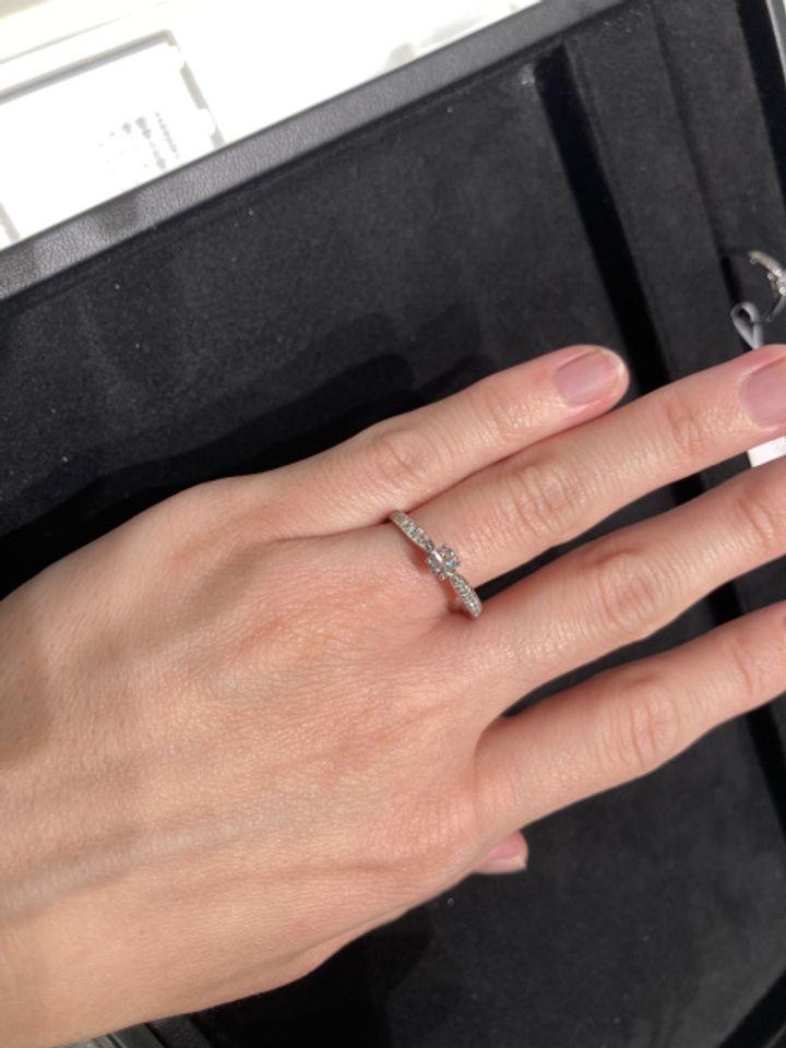 【ティファニー(Tiffany & Co.)の口コミ】 ティファニーの指輪は、海外ブランドということでリング部分が太い指輪の…