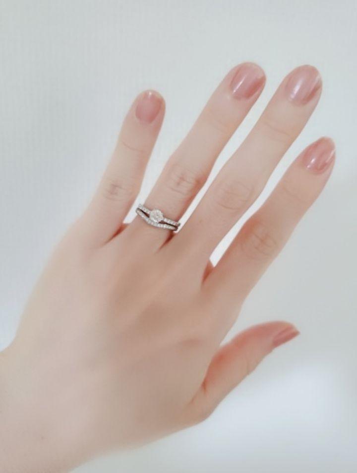 【カルティエ(Cartier)の口コミ】 婚約指輪と重ねて使いたかったので、重ねたときのデザインの相性を一番重…