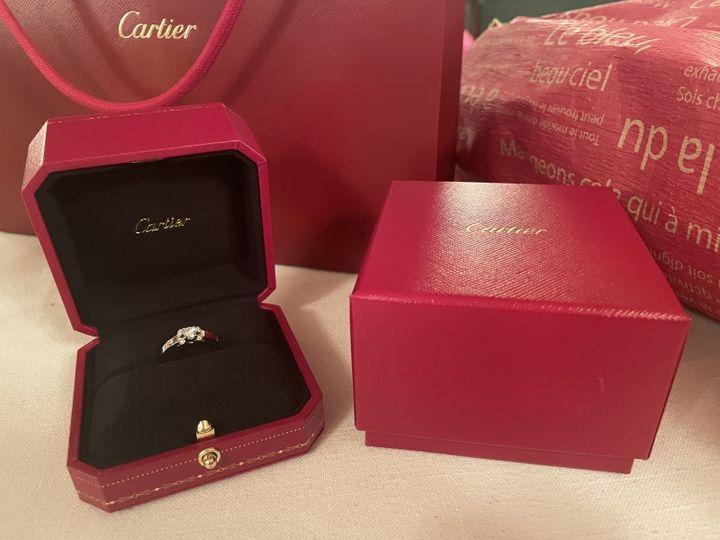 【カルティエ(Cartier)の口コミ】 昔からカルティエの婚約指輪にずっと憧れていました。その中でもリボンの…