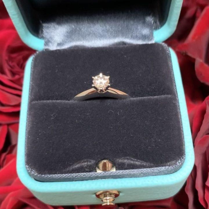 【ティファニー(Tiffany & Co.)の口コミ】 婚約指輪なのでシンプルだけど存在感のある一粒ダイヤのデザインにしまし…