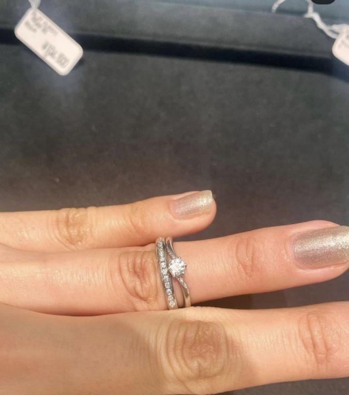 【ティファニー(Tiffany & Co.)の口コミ】 デザインがかわいい。価格は少し予算より高めだったが、婚約指輪にもよく…