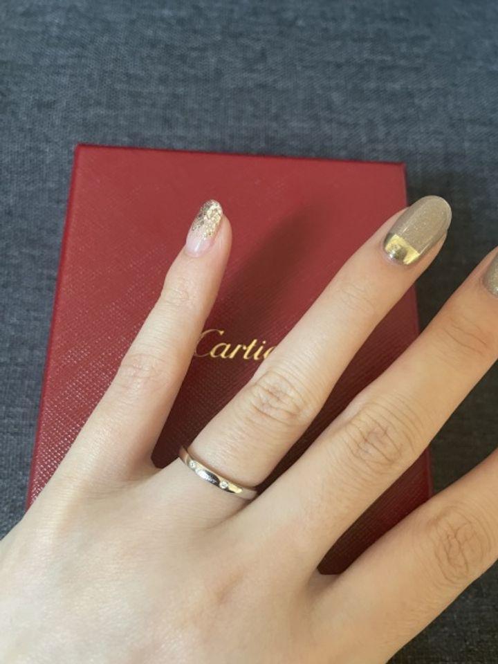 【カルティエ(Cartier)の口コミ】 1番の決め手は、婚約指輪との重ね付けがマッチしていたことです。v字の凹…