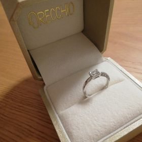 【ORECCHIO(オレッキオ)の口コミ】 エメラルドカットがかっこよく、純粋な印象を受けてオレッキオの指輪にし…