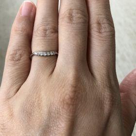 【ケイウノ ブライダル(K.UNO BRIDAL)の口コミ】 豪華にダイヤを7石あしらった指輪です。普段使いには派手かと思いましたが…