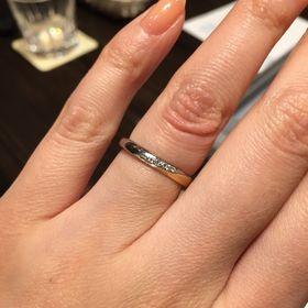 【ケイウノ ブライダル(K.UNO BRIDAL)の口コミ】 シンプルなダイヤが斜めに入ってるタイプを探していましたが、いくつか候…