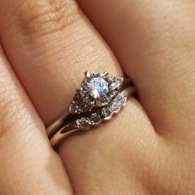 【ケイウノ ブライダル(K.UNO BRIDAL)の口コミ】 当初親から譲り受けた婚約指輪をリメイクするか悩んでいたため、リメイク…