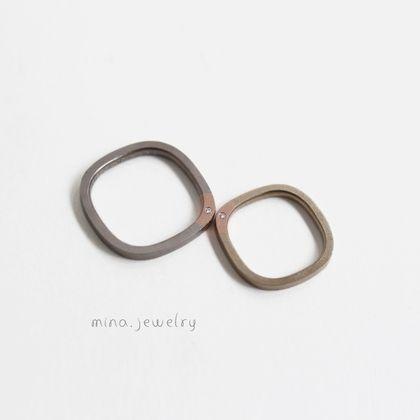 【mina.jewelry(ミナジュエリー)】ひかえめなダイヤモンドが可愛らしいマリッジリング