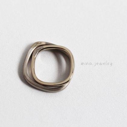 【mina.jewelry(ミナジュエリー)】手書きの文字が刻まれたマリッジリング