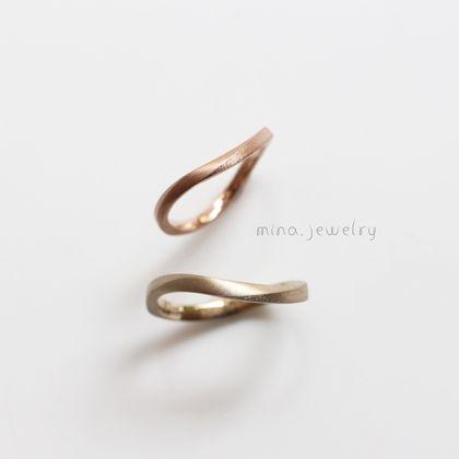 【mina.jewelry(ミナジュエリー)】ウェーブのマリッジリング