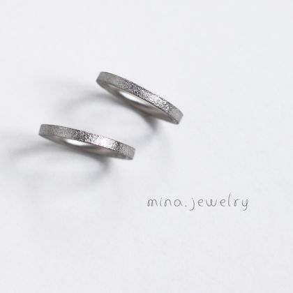 【mina.jewelry(ミナジュエリー)】プラチナにこだわりを加えたマリッジリング