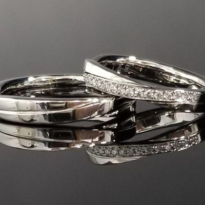 【TANZO(タンゾウ)】スタイリッシュなクロスデザインの結婚指輪