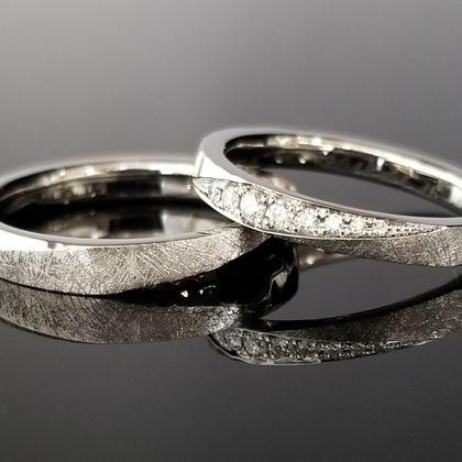 【TANZO(タンゾウ)】立体的に仕上げ存在感のある結婚指輪