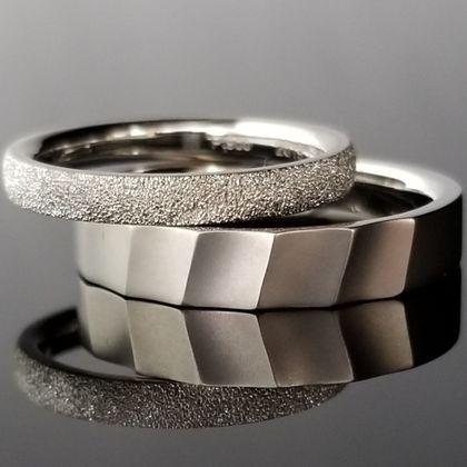 【TANZO(タンゾウ)】織物の様なモダンデザインの結婚指輪