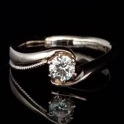 【TANZO(タンゾウ)】想いを形にしたスプーンモチーフのご婚約指輪