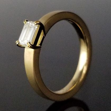 【TANZO(タンゾウ)】スタイリッシュで上品なご婚約指輪