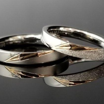 【TANZO(タンゾウ)】ピンクゴールドと特殊加工で煌めきある結婚指輪