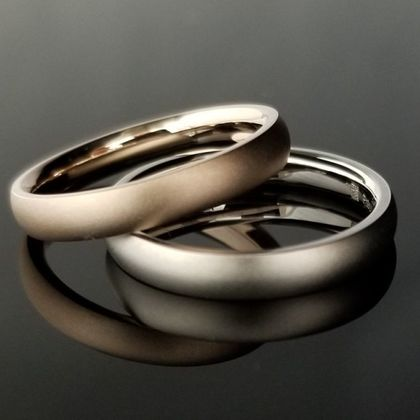 【TANZO(タンゾウ)】つや消しで落ち着いた雰囲気に仕上げた結婚指輪