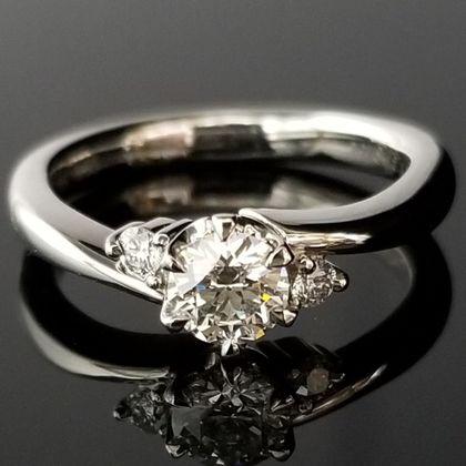 【TANZO(タンゾウ)】こだわりダイヤの挟み込みデザイン