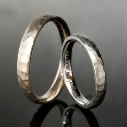 【TANZO(タンゾウ)】アンティークな槌目模様のご結婚指輪