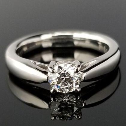 【TANZO(タンゾウ)】横からもダイヤモンドが楽しめる王道デザインの婚約指輪
