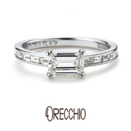 【ORECCHIO(オレッキオ)】<aman~アマン>AM-1303 エメラルドカット×バゲットカットの輝きでクラシカルな印象の婚約指輪