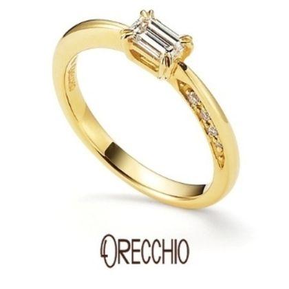 【ORECCHIO(オレッキオ)】<pipi~ピピ>PE-1407 側面にアシンメトリーにセッティングされたダイヤが魅力的な婚約指輪