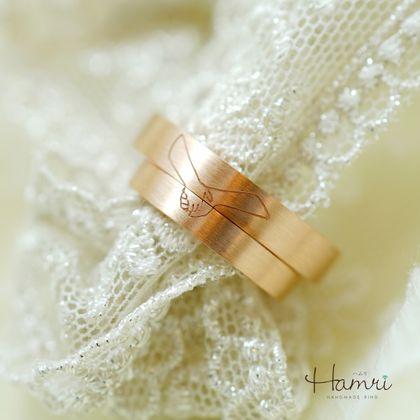 【Hamri(ハムリ)】手をつなごう結婚指輪