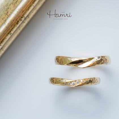 【Hamri(ハムリ)】おしゃれなアンティークのV字結婚指輪