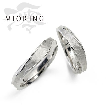 【MIORING(ミオリング)】MIORING 月灯 -つきあかり-   和紙の雲の間から望む三日月のように