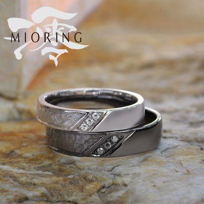 【MIORING(ミオリング)】MIORING 葉漏陽-はもれび- 和紙とブラックの結婚指輪