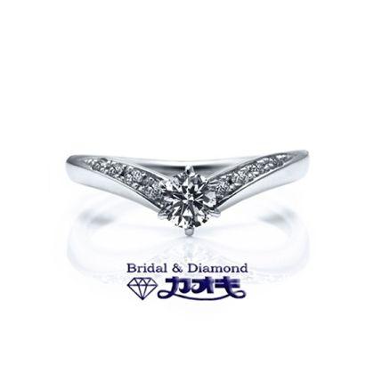 【カオキ ダイヤモンド専門卸直営店】しっかりとしたV字のリングにラインに沿ってメレダイヤを。
