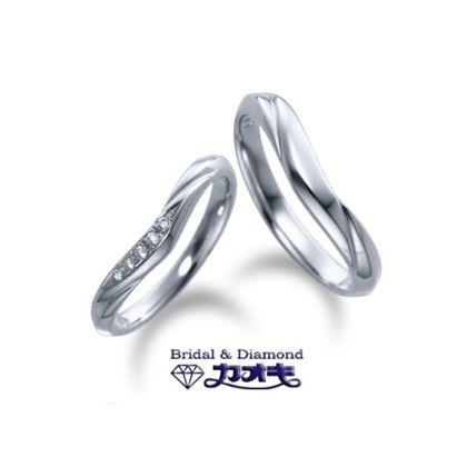 【カオキ ダイヤモンド専門卸直営店】クールなV字でシャープに決まる【シラン】~お互いを忘れない~